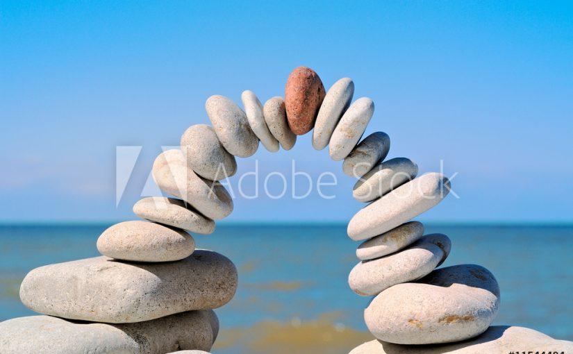 Foto behang op maat stenen in het zand